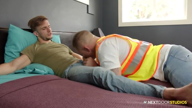 Gay Xnxx - NextDoorRaw - Sexy Electrician Enjoys Blowing A Thick Rod bear