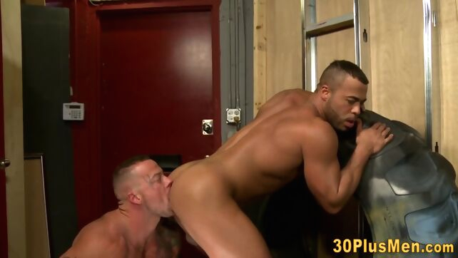 Gay Xnxx - Muscled tattooed hunk rims and pounds ass gay