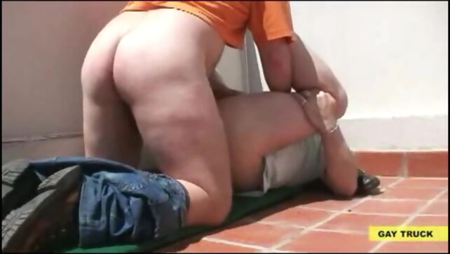 Gay Xnxx - Bear Daddy Fucked at The Roof bear
