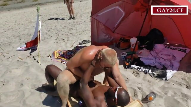 Gay Xnxx - Amateurs fucking in the Public Beach #1 beach