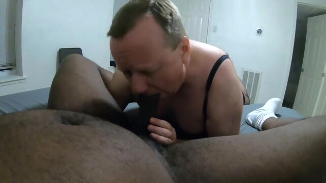 Gay Xnxx - Crossdresser old daddy sucking black big dick amateur